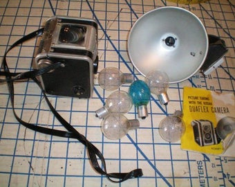 Vintage Kodak Duaflex Camera, Instruction book, Flash, and 6 Flash Blubs