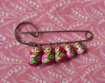 ONE Vintage Safety Pin with 5 Russian Miniature Dolls