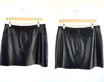 Wilson's Maxima Brand Vintage Black Leather Woman's Short Low Waist 90's Leather Skirt