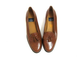 Vintage 90s Brown Leather Shoes with Tassles and Short Heels Preppy Fringed Slip on Flats Loafers Moccasins Womens Size 9 9.5 B 2A Narrow