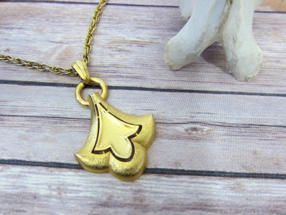 Gold Pendant Chain Necklace 1970s Jewelry Hipster Statement Piece Chunky Pendant Necklace Gold Women's Accesory Piece