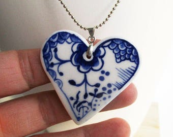 Small heart pendant necklace - Hand made and hand painted porcelain necklace