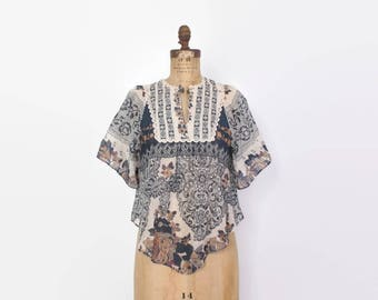 Vintage 70s Boho TOP / 1970s Navy Floral Cotton Flutter Sleeve Blouse XS - S