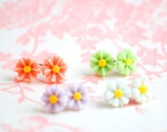 Flower Earrings,Daisy Flower Earrings,Spring Flower Post Earrings,Bridesmaid Gift,Teen Earrings,Daisy Earrings,Girl's Earrings