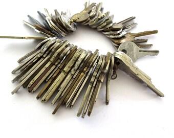 50 Vintage keys Vintage craft keys Keys for jewelry Jewelry keys Old keys Lots of keys Wholesale keys Wedding keys Bulk keys Bargain # 10