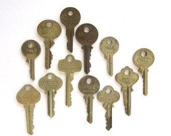 12 keys, key collection, wholesale keys, lots of keys, jewelry keys, craft, charm keys, diy keys, assortment, real, authentic, funky, A1 #18