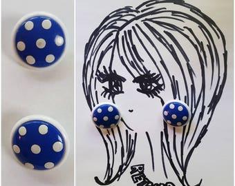 Adorable Vintage 60s Pop Art Blue & White Polkadot Clip On Earrings!