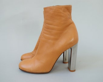 Authentic Céline ankle boots | camel smooth leather and mirror heels | 1990's by cubevintage | size 39