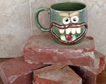 Big Handle Stein Tankard Extra Large Stoneware Pottery Happy Face Mug.Green 20 Oz Coffee Cup Funny Family Gathering Awkward Beer Mugs.