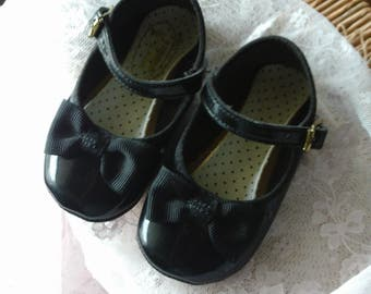 Black Mary Janes Baby/Toddler Shoes, Patent Leather with Black Bow, Vintage Shoes