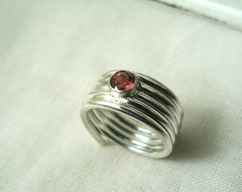 Sterling silver ring with a natural Lindi faceted Garnet - 925 Size 8