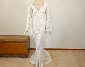 Angel Sleeve Hippie BOHEMIAN Wedding Dress Vintage Lace Wedding dress Handmade  Boho Wedding Dress Ivory Lace Dress Plunging Back Sz Medium