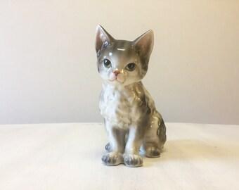 Little china cat, vintage cat, vintage figurine, cat figurine, ceramic cat, cat ornament, old cat statue, cat collectible, miniature cat