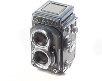 Yashica-44 TLR camera, tested and working, uses 127 film