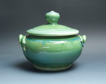 Handcrafted stoneware soup tureen pottery casserole 2 quart jade green 3656