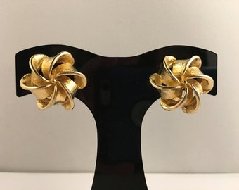 Mid Century Earrings, Vintage Jewelry, Clip On Earrings, Vintage Earrings, Gold Tone, Elizabeth Morrey Jewelry, 60s Earrings, 1960s Clip Ons