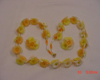 Vintage Yellow, White & Orange Plastic Flower Blossom Necklace And Clip On Earring Set  16 - 698