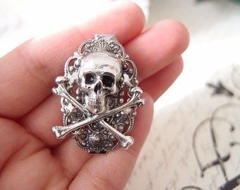 Gothic Skull Aligator Clip-goth-medieval-steampunk S021