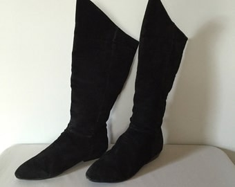 Peter Pan slouch tall boots | 80s black suede boots | 8.5