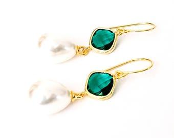 Emerald and pearl earrings Pearl drop earrings Green earrings Bridal pearl teardrop earrings Gift Pearl dangle earrings Bridesmaid earrings