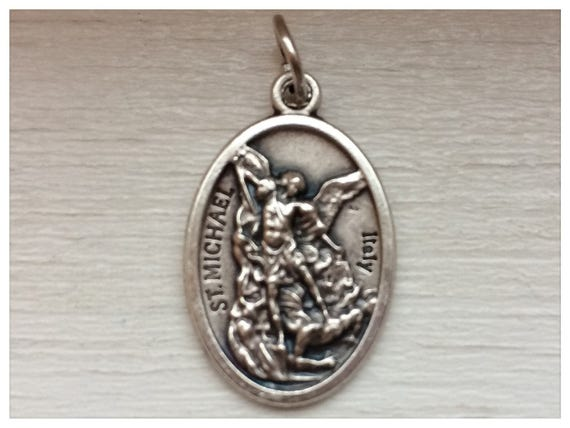 5 Patron Saint Medal Findings, St. Michael, Pray, Die Cast Silverplate, Silver Color, Oxidized Metal, Made in Italy, Charm, Drop, RM1101