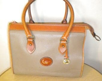 Vintage 1980s Dooney & bourke all weather leather Purse Speedy Doctors bag Gray Pebbled leather with brown trim