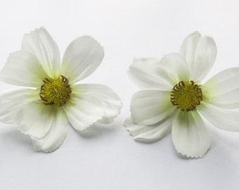 1 Pair White Cosmos flower Hair Clip 2.50 inches (6.50 cm.)