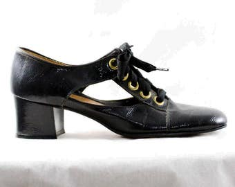 Size 6 Black 1960s Shoes - Never Worn Go Go Girl 60s Pumps - Flapper Style 1920s Wet Look Faux Patent Leather - Cutout Sides - 6M - 48189-2