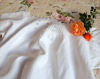 Vintage French Nightgown in Linen with Hand Embroidery