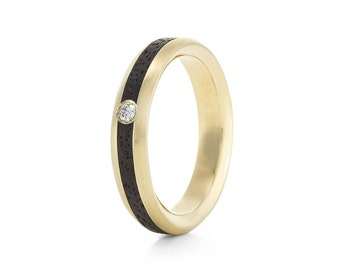 Native Oval Carat - 9ct yellow gold & wood ring