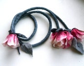 Pink roses necklace - Handmade  flowers necklace - felt necklace- floral accessories - handmade- wool necklace