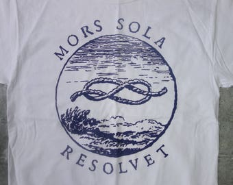 Latin words and figure eight knot graphic tee:  Mors Sola Resolvet-Only Death Unties It-Hanes M