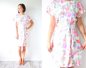 Vintage modest floral dress // short sleeve dress // floral garden dress // purple dress // fall summer dress waist tie bow wiggle body con