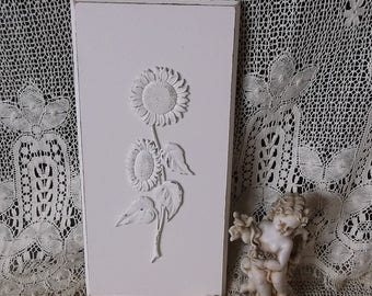 Shabby white, French country, Sunflower wall decor, 2D, wood wall plaque, painted vintage