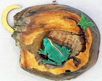 "Frog with Crescent Moon and Butterfly 7"" x 5.25"" x 1.5"" Rustic Wall Hanging"