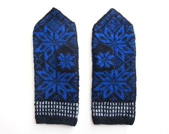 Cornflower Blue Nordic Star Mittens. Size L/M.