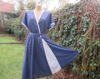 Circle Dress / Dress Vintage / Size EUR46 / 48 / UK18 / 20 / Navy / White / Elastic Waist