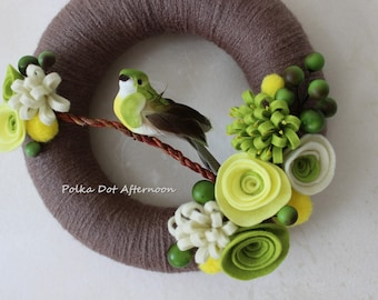"Brown Yarn Wreath with Grass Green Bird - 8"""
