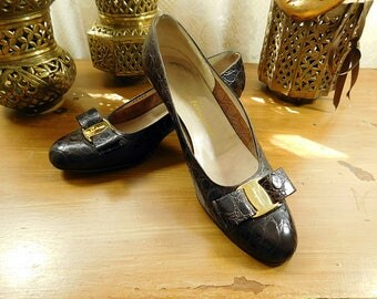 Vintage Ferragamo shoes / Vara flats / brown bow flats size 7