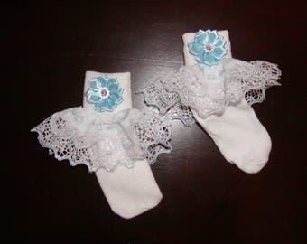 Girls Blue white ruffle socks w/flower to match any dress or skirt. Sizes 0 Mon-6T
