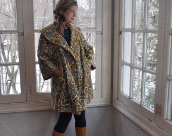Vintage Foral Tapestry Coat/Vintage 1960s/Lush Carpet Car Coat/Colorful Bohemian Spring Swing Jacket/Size Small Medium