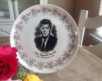 In Memoriam John Fitzgerald Kennedy Plate Eggshell/Off White with Gold Filigree