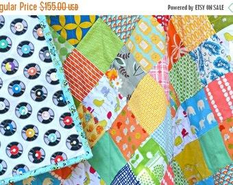 HURRY PRESIDENTS DAY Sale Modern Quilt - Baby Crib Quilt - Toddler Quilt - Gender Neutral Quilt