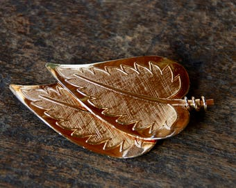 Vintage CORO Pegasus Leaf Brooch Textured Gold Tone Two Leaves Mid Century 1960's // Vintage Designer Costume Jewelry