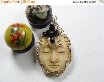 Large Carved Face Wire Wrapped Pendant using 14kgf wire (w1201)