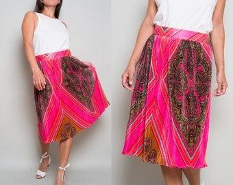 1970s// Pink Pleats// Medallion printed skirt// Med