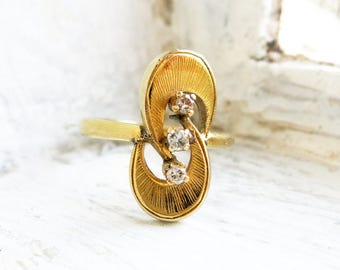 Vintage 10K Gold Ring with 3 Tiny Diamonds (US Ring Size 7)