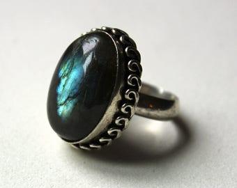 1980s Very large natural labradorite gemstone sterling ring  SIze: 8.5