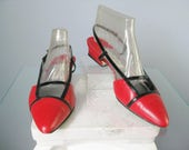 Red and Black Kitten Heels / Vtg / Size 8 / Gloria Vanderbilt Leather Strappy Kitten Heel Shoes / Mod Color Block