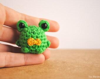 Frog amigurumi, Green Frog Keychain, Frog Kawaii charm.